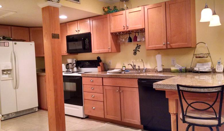 104 Kitchen w/ dishwasher, microwave, and icemaker